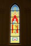 Gebrandschilderd glas dat St. Peter afschildert Stock Foto's