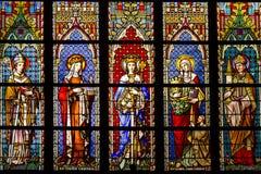 Gebrandschilderd glas in de kathedraal royalty-vrije stock fotografie