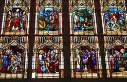 Gebrandschilderd glas in de kathedraal in Bayeux royalty-vrije stock fotografie