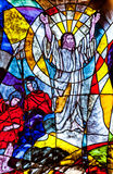 Gebrandschilderd glas die de verrijzenis van Jesus tonen Stock Afbeelding