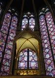 Gebrandschilderd glas in een kapel Stock Fotografie