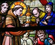 Gebrandschilderd glas - Heilige Anthony van Padua royalty-vrije stock afbeeldingen