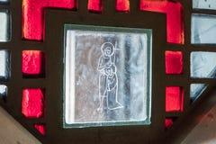 Gebrandschilderd glas in het venster van de Basiliek van de Aankondiging in de oude stad van Nazareth in Israël Royalty-vrije Stock Foto