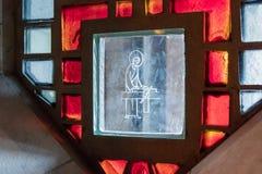 Gebrandschilderd glas in het venster van de Basiliek van de Aankondiging in de oude stad van Nazareth in Israël Royalty-vrije Stock Afbeelding