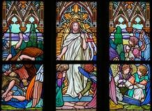 Gebrandschilderd glas - Jesus die van het graf toenemen Stock Fotografie