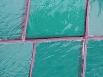 gebrandschilderd glas met groene kleuren en aquamarijn, geweven achtergrond Stock Foto