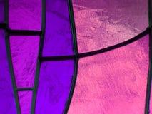 gebrandschilderd glas met kleuren purpere en roze, geweven achtergrond Royalty-vrije Stock Afbeelding