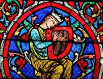 Gebrandschilderd glas in Notre Dame Cathedral, Parijs - Koning David stock afbeelding