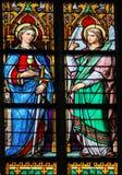 Gebrandschilderd glas van Heilige Barbara en een engel in Den Bosch Cathedr royalty-vrije stock fotografie