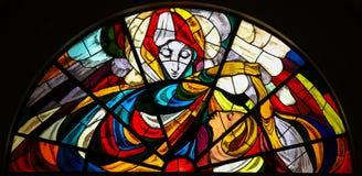 Gebrandschilderd glas - Verschijning van Maagdelijke Mary in Fatima stock afbeeldingen