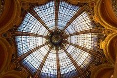 Gebrandschilderd glaskoepel in Galeries Lafayette Stock Foto