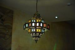 Gebrandschilderd glaslamp op het plafond royalty-vrije stock fotografie