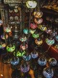 Gebrandschilderd glaslampen bij markt royalty-vrije stock afbeeldingen