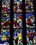 Gebrandschilderd glasvenster binnen Duomo-kathedraal, Milaan stock fotografie