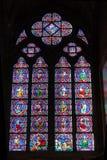 Gebrandschilderd glasvenster Binnenlandse Notre Dame Cathedral stock afbeeldingen