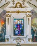 Gebrandschilderd glasvenster in counterfacade van de Kerk van Gesà ¹ in Palermo Sicilië, Italië stock afbeeldingen