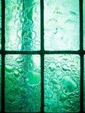 Gebrandschilderd glasvenster met regelmatig blokpatroon stock foto