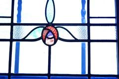 Gebrandschilderd glasvenster met tulpenontwerp Stock Foto's