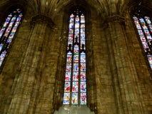Gebrandschilderd glasvenster in Milan Cathedral royalty-vrije stock foto