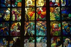 Gebrandschilderd glasvenster, St Vitus Cathedral, Praag, Tsjechische Republiek Royalty-vrije Stock Foto's