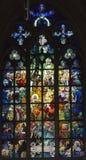 Gebrandschilderd glasvenster, St Vitus Cathedral, Praag, Tsjechische Republiek Stock Afbeeldingen