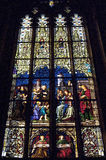 Gebrandschilderd glasvensters in de kathedraal van Heilige Peters Stock Foto