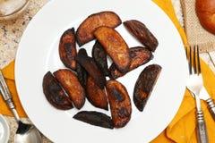 Gebrannte Kartoffel-Keile Stockfotos