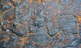 Gebrannte Wand Isolierungsschaum verkohlt auf Brandmauer Orange und schwarzer abstrakter Hintergrund stockbilder
