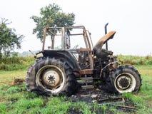 Gebrannter Traktor Stockfotografie