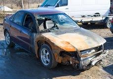 Gebranntes Auto, Anspruch auf Versicherungsleistungen stockbilder