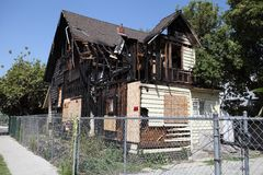 Gebranntes Haus in Pasadena, Kalifornien Stockfotografie
