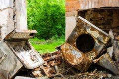 Gebranntes verlassenes Haus in weißem Clay Creek lizenzfreie stockbilder
