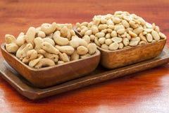 Gebratene Acajounüsse und Erdnüsse Stockfoto