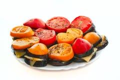 Gebratene Aubergine mit Käse und Tomaten Stockbilder