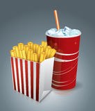Gebratene Chips und Soda Stockfotografie
