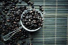 Gebratene coffe Bohnenbeschaffenheit stockbilder