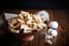 Gebratene Croutons des selbst gemachten Brotes Stockfotos