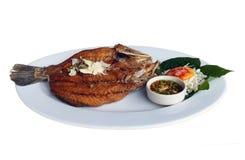 Gebratene Fische mit Fischsauce Stockbilder