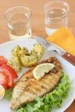 Gebratene Fische mit Kartoffel Stockbild