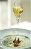 Gebratene Fische mit Petersilie auf einer Platte stockfotografie