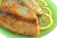 Gebratene Fische mit Zitrone Stockfotos
