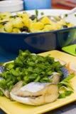 Gebratene Fische und Kartoffeln Stockfoto