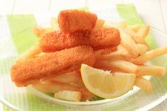 Gebratene Fischstäbchen und Pommes-Frites Lizenzfreie Stockbilder