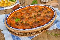 Gebratene Fleischklöschen in der Tomatensauce Lizenzfreies Stockfoto