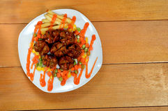Gebratene Fleischklöschen mit Chili-Sauce Stockfoto