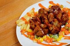 Gebratene Fleischklöschen mit Chili-Sauce Stockbilder