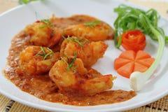 Gebratene Garnelenbälle im roten Curry. Lizenzfreie Stockfotos