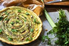 Gebratene Gemüsetorte Köstliche vegetarische Quiche Stockfoto