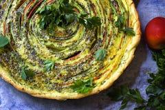 Gebratene Gemüsetorte Köstliche vegetarische Quiche Stockbild