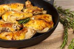 Gebratene Hühnerschenkel Stockfoto